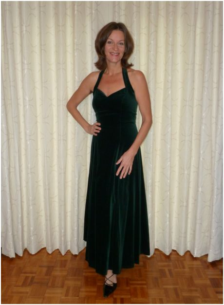 171208 curtains green dress
